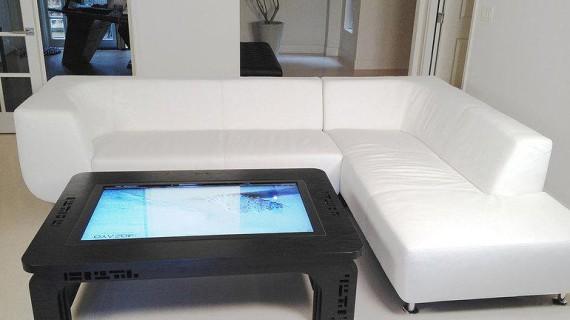 Стол-планшет был разработан американской фирмой «Mozayo»