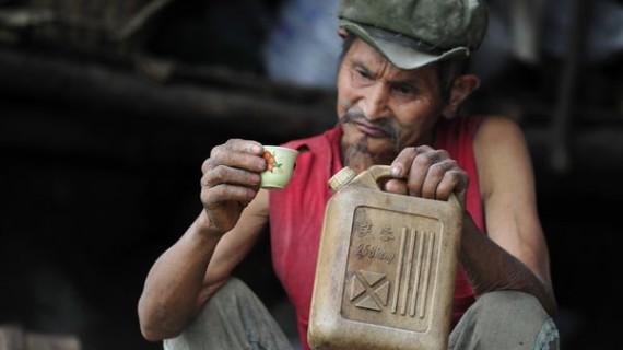 Чен Дэйджунг пьет бензин уже 42 года