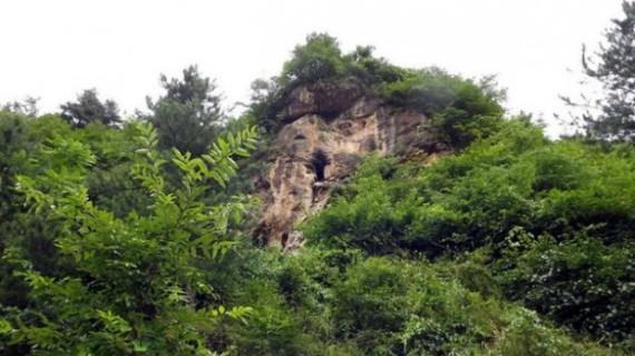 Мужчина 20 лет скрывается от общения с людьми в пещере